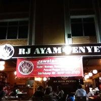 Photo taken at RJ Ayam Penyet Kopitiam by Neo Z. on 2/29/2012