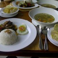 Photo taken at Cirangga Resto - Singgasana Makassar Hotel by Felicia P. on 4/12/2012