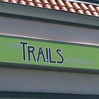 รูปภาพถ่ายที่ The Trails Neighborhood Eatery โดย Julie S. เมื่อ 8/26/2012