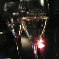 Das Foto wurde bei The Box von Vera am 2/24/2012 aufgenommen