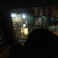 Das Foto wurde bei Sate Padang Ombak Pariaman von yolan d. am 6/23/2012 aufgenommen