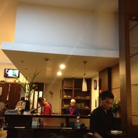 Photo taken at Sushi Hana by Willy H. on 3/17/2012