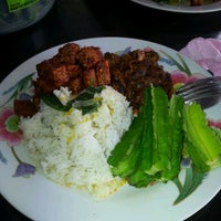 Photo taken at Restoran Selera Elisya by Lis R. on 2/22/2012