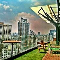 Foto tirada no(a) Above Eleven por Ekkarat R. em 4/18/2012