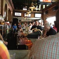 Foto scattata a JR's Bar & Grill da janice r. il 8/12/2012