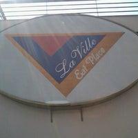 Foto tirada no(a) Padaria La Ville por Cristiane M. em 9/6/2012