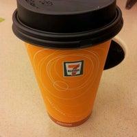 Das Foto wurde bei 7-Eleven von Farheen A. am 4/29/2012 aufgenommen