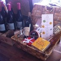 Foto scattata a Antonelli's Cheese Shop da Brendan M. il 4/12/2012