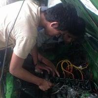 Photo taken at Bengkel Mobil Pak Nana by Nurhadi N. on 9/3/2012