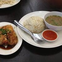 Photo taken at Restoran Nasi Ayam Gemas Mustafah by Khairul Hazry M. on 2/24/2012