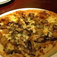 Photo taken at California Pizza Kitchen | 詞碧閣西餐厅 by Amy C. on 2/11/2012
