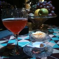 Foto tomada en Collage Art & Cocktails Social Club por Elisarodriguezc el 7/22/2012