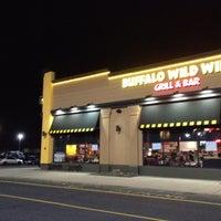 Foto diambil di Buffalo Wild Wings oleh Chris K. pada 3/4/2012