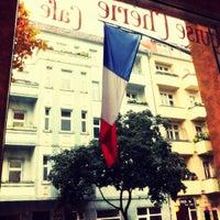 Photo prise au Louise Chérie Café par Daniel B. le7/14/2012