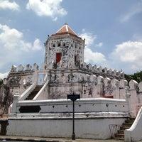 Das Foto wurde bei Phra Sumen Fort von MADDOG L. am 5/12/2012 aufgenommen