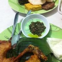 Photo taken at Warung Nasi Tutug Oncom - Bumbu Sunda by Nicolaas E. on 8/8/2012