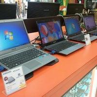 Photo taken at Safari Computadores by Edward R. on 6/9/2012