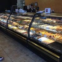 Снимок сделан в Freed's Bakery пользователем kristeneileen ✌ 7/9/2012