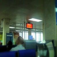 Photo taken at Gate 6 by Khánh N. on 5/8/2012