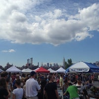 Photo taken at Smorgasburg Williamsburg by kenji r. on 7/21/2012