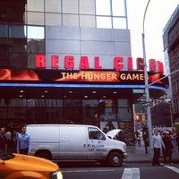 Das Foto wurde bei Regal Cinemas Union Square 14 von Lasse K. am 5/25/2012 aufgenommen