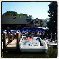 Foto tirada no(a) Lord Fletcher's Old Lake Lodge por Nadine B. em 7/5/2012