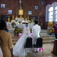 Photo taken at โบสถ์คริสตรัง อรุโณทัย by Ouang P. on 2/24/2012
