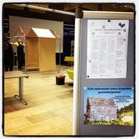 Photo taken at Entressen kirjasto by Entressen k. on 2/8/2012
