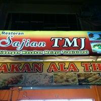 Photo taken at Restoran Sajian TMJ by Amid W. on 5/30/2012