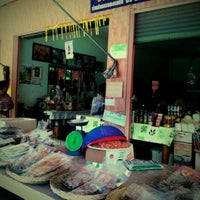 Photo taken at ร้านผึ้งกลั่น by Grape Grape Jurayi on 8/24/2012