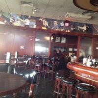 4/1/2012 tarihinde Chrisziyaretçi tarafından Sullivan's Steakhouse'de çekilen fotoğraf