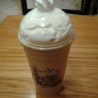 Photo taken at The Coffee Bean & Tea Leaf by Briana R. on 2/8/2012