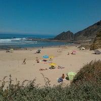 Foto tirada no(a) Praia da Amoreira por João S. em 8/18/2012
