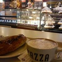 Photo taken at Caffè Ritazza by Luis Óscar M. on 3/26/2012