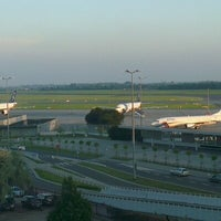 Photo taken at Courtyard Warsaw Airport by Hayk D. on 6/21/2012