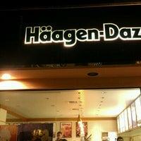 Foto tomada en Haagen-Dazs por Babak L. el 5/5/2012