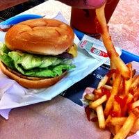 3/19/2012 tarihinde Dorian H.ziyaretçi tarafından M Burger'de çekilen fotoğraf