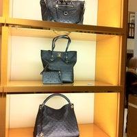 8/25/2012 tarihinde Michelle M.ziyaretçi tarafından Louis Vuitton'de çekilen fotoğraf