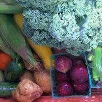 Foto tirada no(a) Urban Harvest Farmers Market por Geri D. em 6/16/2012