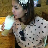 Photo taken at yoddoi Coffee/Tea/Icescream by Aon U. on 4/13/2012