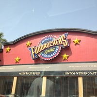 Photo taken at Fuddruckers by Emad A. on 6/6/2012