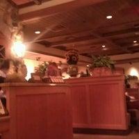 Photo taken at Olive Garden by Mindelei W. on 3/1/2012