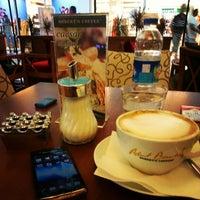 8/18/2012 tarihinde Rahel T.ziyaretçi tarafından Robert's Coffee'de çekilen fotoğraf