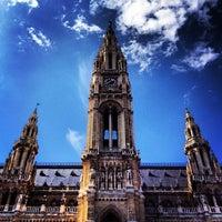 Das Foto wurde bei Rathausplatz von ¡ B. am 8/29/2012 aufgenommen