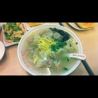 Photo taken at 琴岛顺天馄饨 by min t. on 5/13/2012