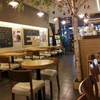 Photo taken at EDIYA COFFEE by Heejoo R. on 9/11/2012