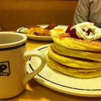 Снимок сделан в IHOP пользователем Jack T. 6/12/2012