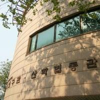 Photo taken at 서울대학교 반도체공동연구소 설계연구관 by pchama [⊙_⊙] on 5/10/2012