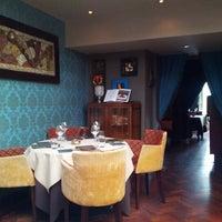 Foto diambil di Rasoi Restaurant oleh Roman K. pada 8/24/2012