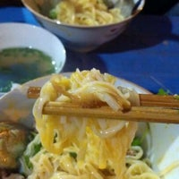 Photo taken at Phở trộn Trần Hưng Đạo by Quynh Anh N. on 2/9/2012
